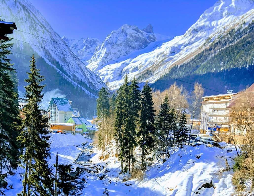 отдых на горнолыжном курорте Домбай зимой